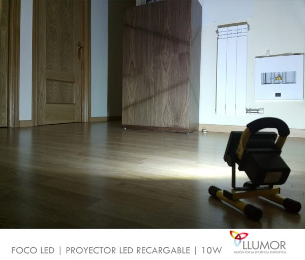 Proyector LED recargable   10W