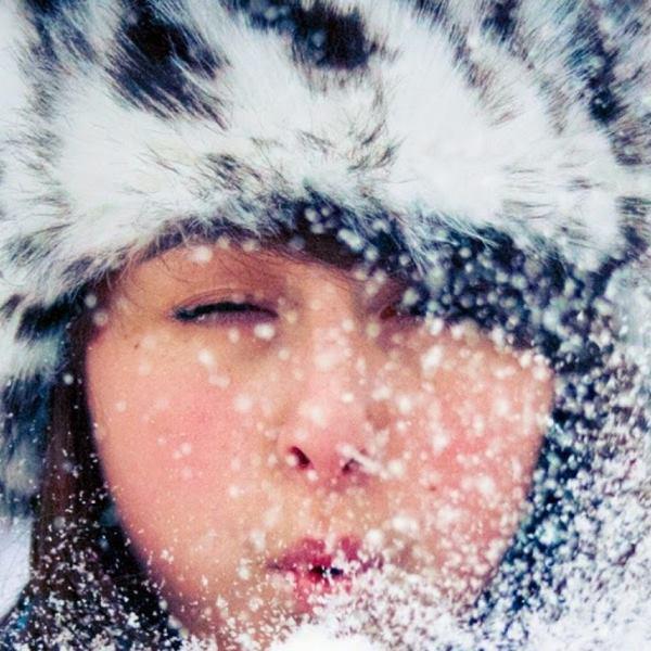 Promoción navidad mujer cara frio invierno