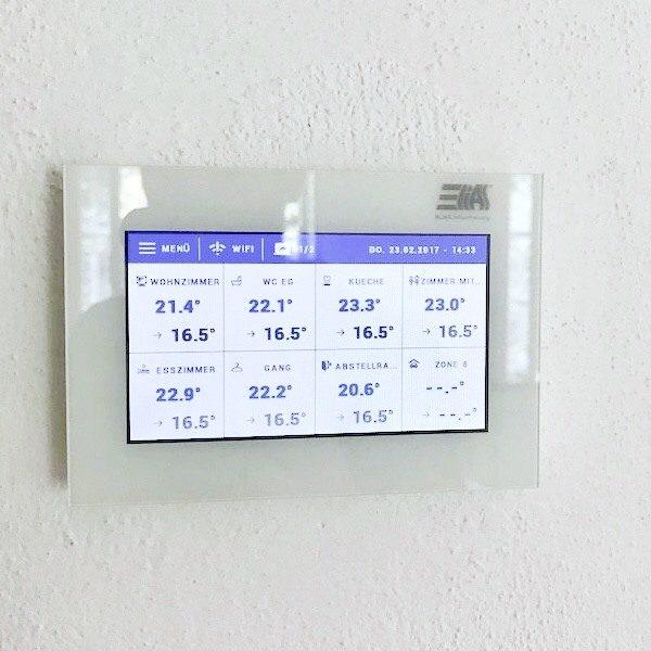 Sistema regulación calefacción ELIAS_ES-160 centralita WiFi montado en pared